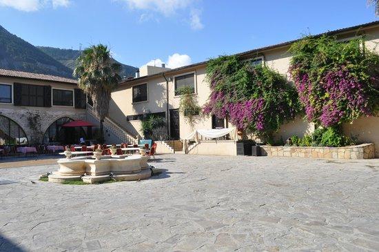 Savon Hotel: Courtyard