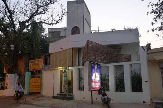 The Saini Guest House is located in the same building as Buddha's Smile School and Sarnath Cafe