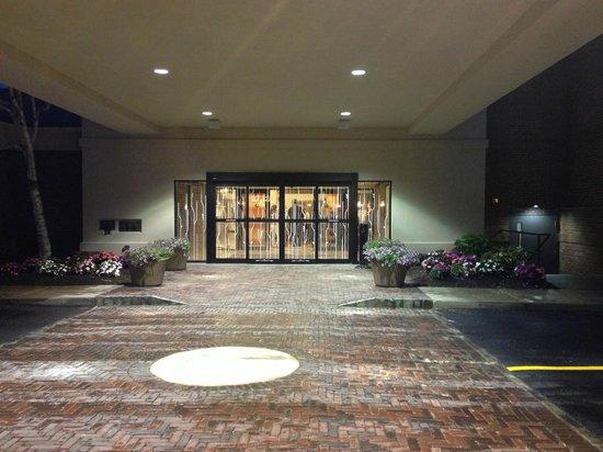 Hilton Garden Inn Rochester/Pittsford: Welcoming entrance.