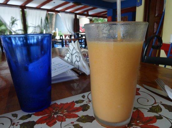 Ahora Si Veggie Restaurant: Papaya and Maracuya Smoothie...no artificial sugar...