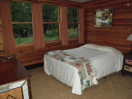 Prospect Point Cottages - Blue Mountain Lake: Bedroom w/ queen bed