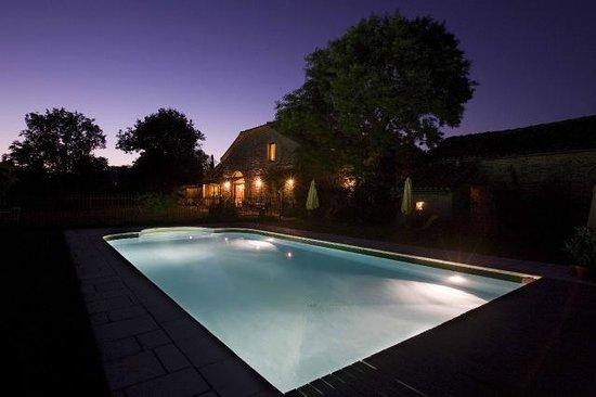 Chambres d' Hotes La Vayssade: La piscine de nuit - La Vayssade