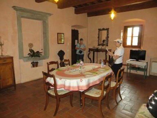 Villa Il Paradisino: Dining/living room area