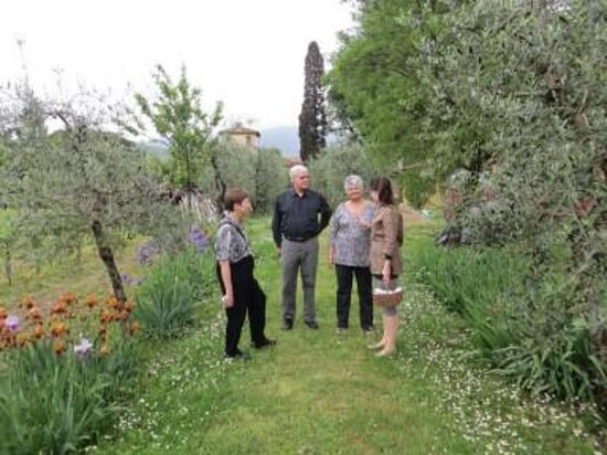 Villa Il Paradisino: One view of the gardens during our tour with  Costanza