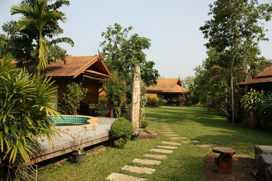 Viang Yonok Hotel, Restaurant, Sports Club: Gartenanlage