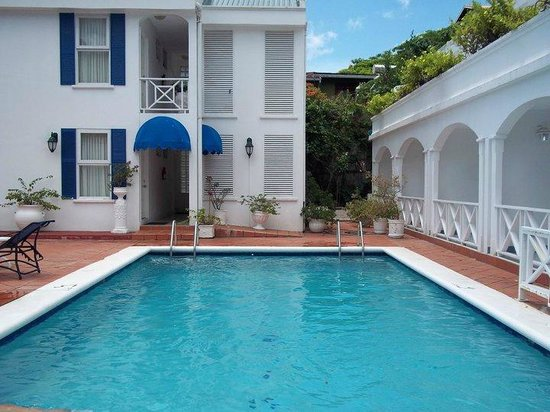 Auberge Seraphine: hotel pool