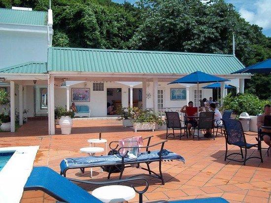 Auberge Seraphine: pool deck area