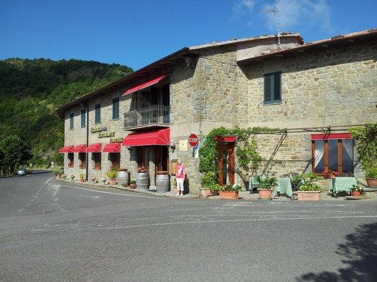 Albergo Ristorante Portole: The Albergo Portole from the front