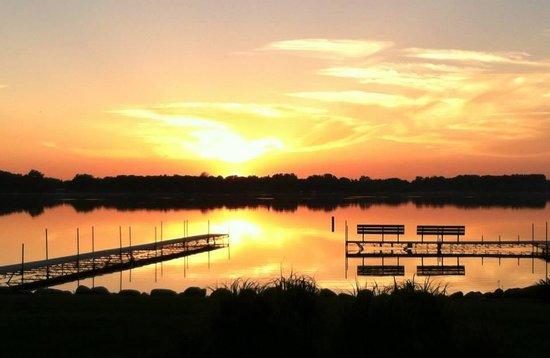 Kiesler's Campground & RV Resort: Sunset at Clear Lake