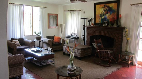 Cariari Bed & Breakfast: Living room