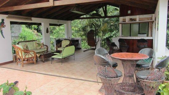 Cariari Bed & Breakfast: upstairs deck