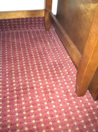 Comfort Suites: carpet not cleaned in room