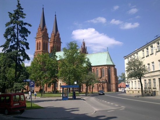 Poland: Wloclawek - Kopernikusplatz und Maria-Himmelfahrt-Dom