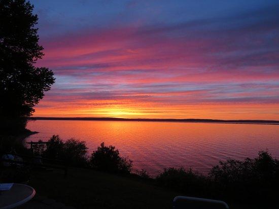 AmericInn Ashland : Sunset on Lake Superior
