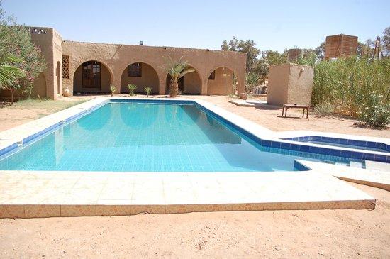 Ksar Merzouga: Ahh cette piscine grande, fraîche, magique