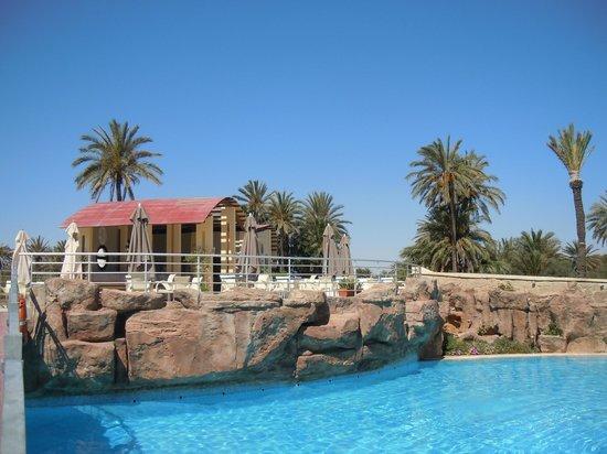 SunConnect One Resort Monastir : bar de la piscine