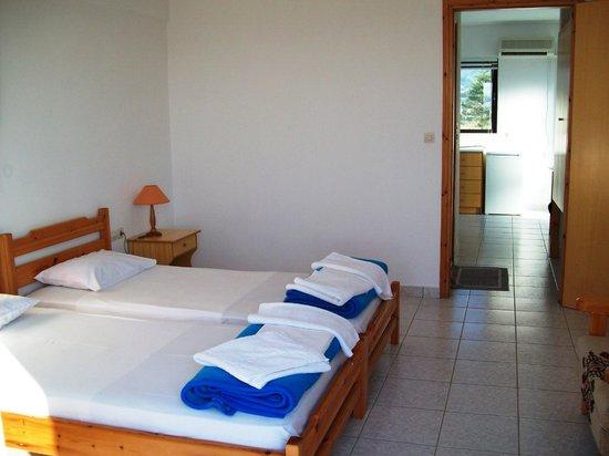Anthia Apartments : apartment for 3
