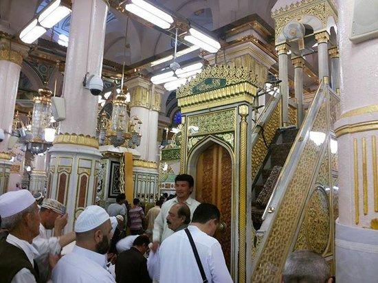 มัสยิดอันนบี: tangga mimbar masjid nabawi