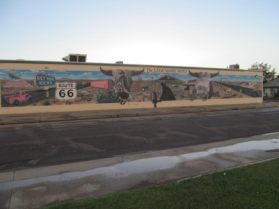 Blue Swallow Motel: mural across the whole of the building