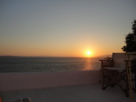Omiros Hotel : Sunset from our patio.
