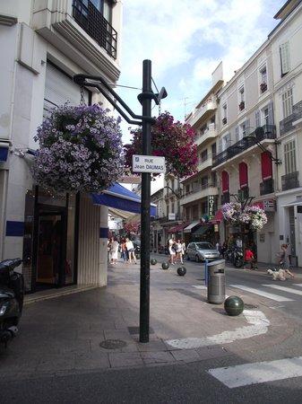 Hotel Brimer : Around the corner