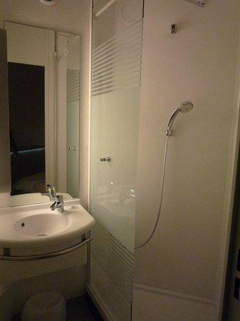 Ibis Budget Lille Wasquehal : salle de bains