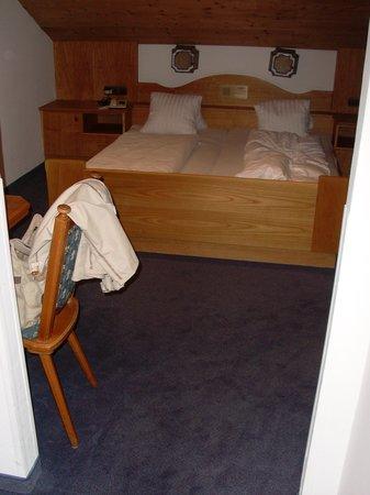 Altpradl Hotel: La camera del sottotetto