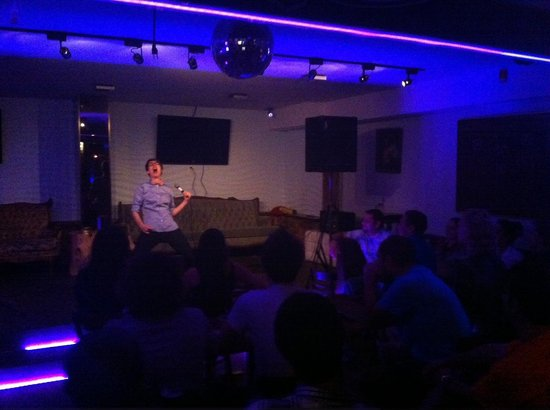 Comedy Abroad! : Montreal comic, the hilarious DeAnne Smith performing at our show!