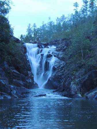 Maximum Adventure Tours : Big Rock Waterfall, can jump off it at the side