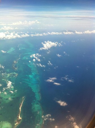 Small Hope Bay Lodge : Approaching Bahamas: the color of the sea is magnificent!