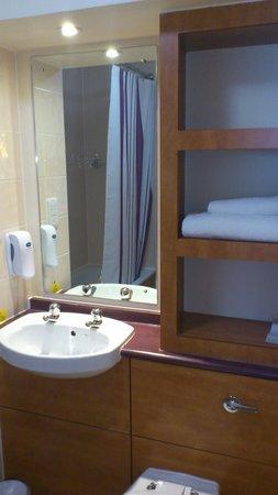 Premier Inn Gloucester Business Park Hotel: Our room