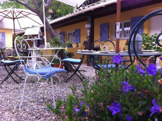 Hotel La Jabotte : patio