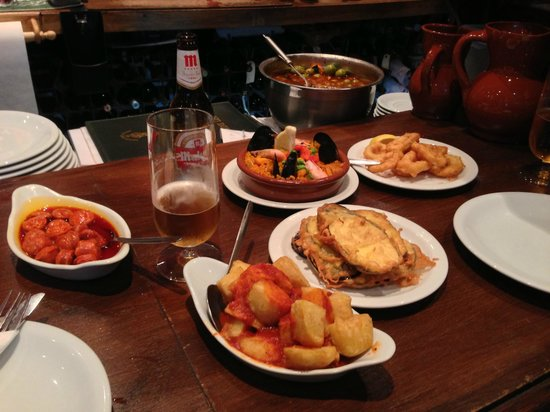 Meson Don Felipe: Order 4-6 dishes between two !