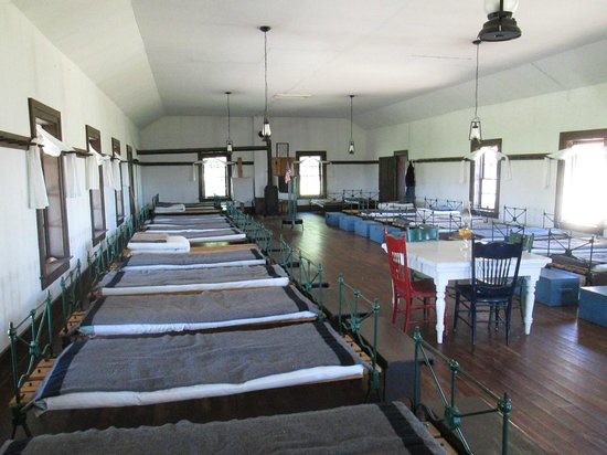 Fort Hartsuff State Historical Park: Enlisted Barracks