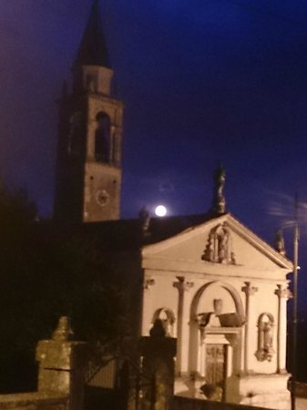 Le Torreselle Trotters: Eerie church and moonlight