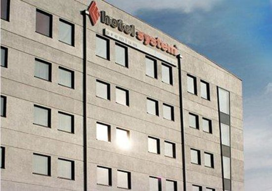 System Hotel Wroclaw: Exterior