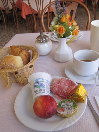 Hotel Calypso: Just a start on breakfast