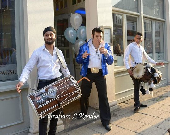 Chilli Bar & Kitchen: Ricky Lopez and the Dhol Drummers