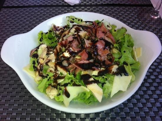Vil's Restaurante de Aromas & Sabores: Adorei esta salada de frango e bacon.