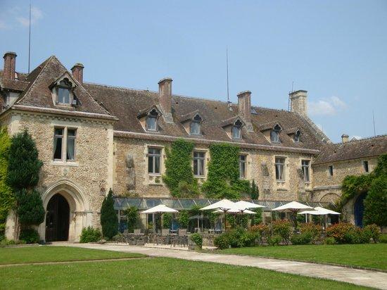 Abbaye des Vaux de Cernay Hotel: Terrasse de l'abbaye de Vaux le Cernay