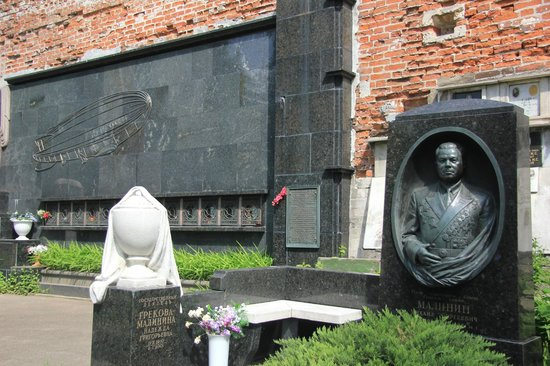 Our Lady of Smolensk Novodevichy Convent: plots for the aviation heros