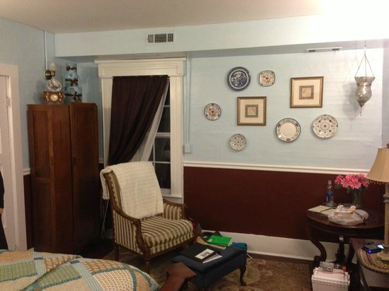 The Olde Mill Inn Bed & Breakfast : Front Parlor
