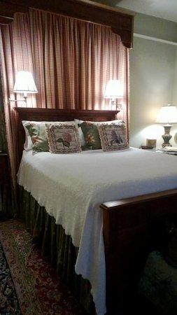 Madison Oaks Inn & Gardens: The Thomas Room