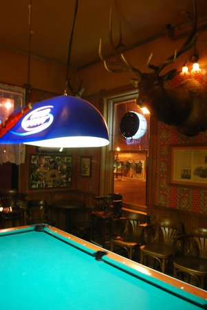 Hotel Wolf: zona biliardo e bar
