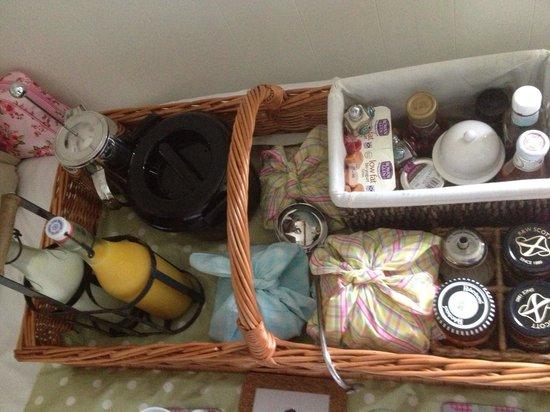 The Shepherd's House Bed & Breakfast: Breakfast in the shepherds rest!