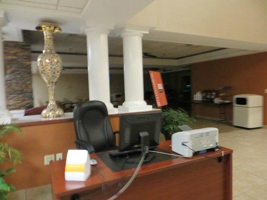 Comfort Inn & Suites: Lobby.