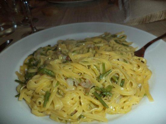 La Locanda del Postiglione: tagliolini con asparagi selvatici