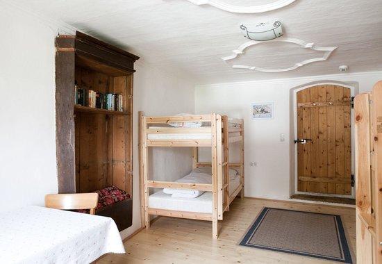 Romedihof Backpacker Hostel: Zimmer