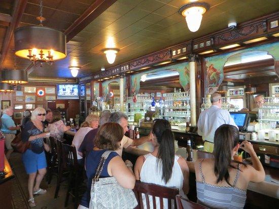 Claudio's Restaurant: Bar.