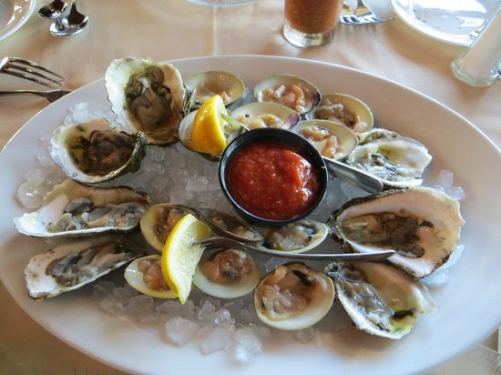 Claudio's Restaurant: Raw clams and oysters.